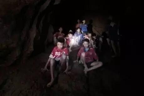 थाईलैंड: गुफा में फंसी टीम कोनिकालने मे महीनों भी लग सकते है