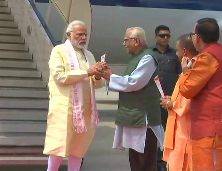 PM का पूर्वांचल दौरा: वाराणसी पहुंचे PM मोदी, CM व राज्यपाल ने किया स्वागत, आजमगढ़ रवाना