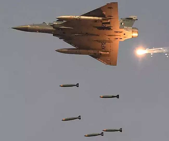 पुलवामा का बदला: 21 मिनट, 12 मिराज, 1000 KG बम और 300 आतंकी ढेर !