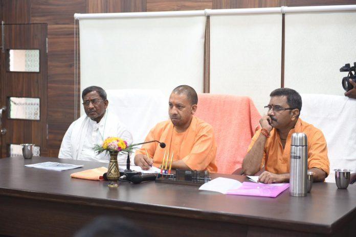 वाराणसी: PM मोदी के आने से 24 घंटे पहले पहुंचे CM योगी, कहा- काशी में कहीं भी न दिखे गंदगी, न लगे जाम