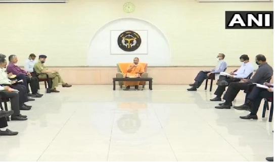 CM योगी का बड़ा ऐलान: दूसरे राज्यों में फंसे यूपी के मजदूरों को वापस लाएंगे