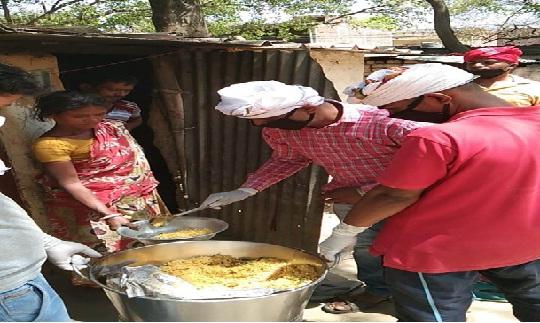 जरूरतमंदों तक भोजन पहुंचा रहीं महामना रक्तदान सेवा समिति